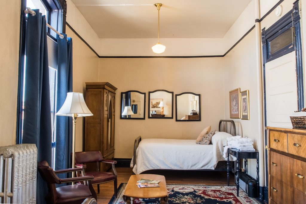 european-style-rooms-hotel-weatherford-flagstaff
